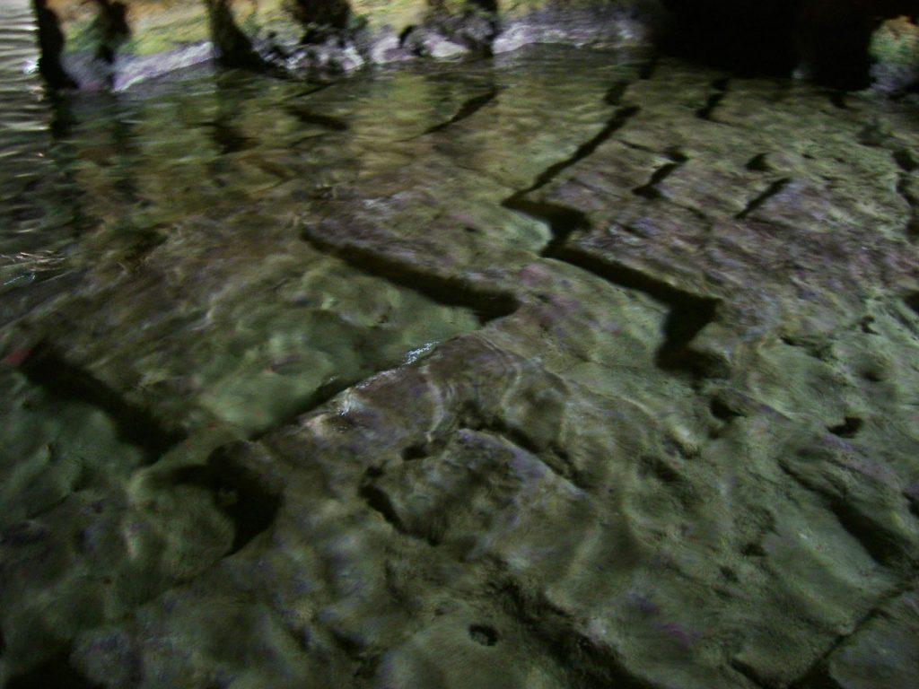interior cueva tallada