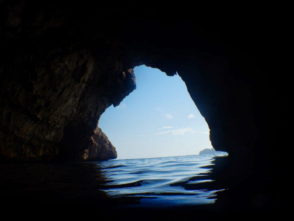 Pesquera Xabia cueva llop marí entrada