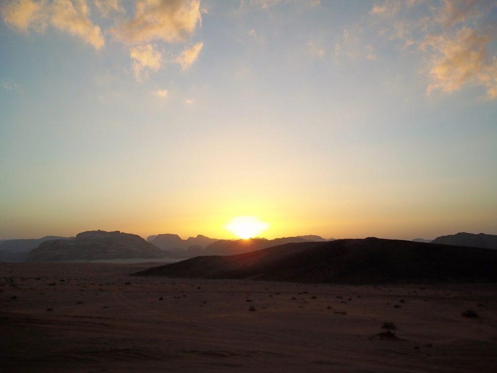 atardecer desierto jordania